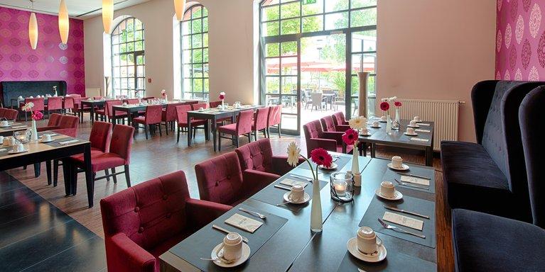 Das Achat Plaza Hotel Am Ernst Griesheimer Platz 7 In Offenbach Zehrt Vom Industrie Flair Des Ehemaligen Schlachthofs Offenbach